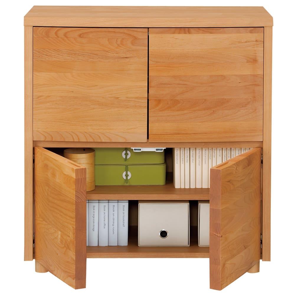 アルダー天然木アールデザインテレビ台シリーズ キャビネット 幅85高さ89.5cm (ア)ライトブラウン 内部は仕切りがないので幅のあるものが収納しやすい仕組みです。