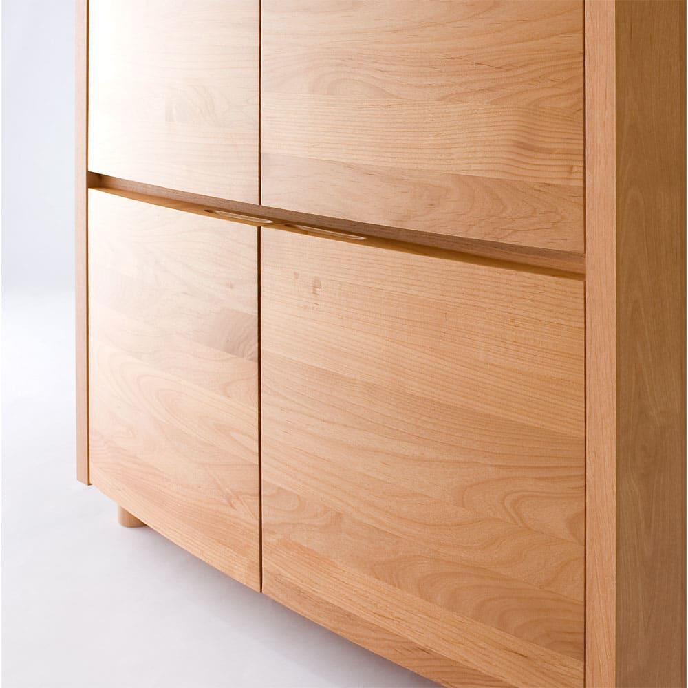 アルダー天然木アールデザインテレビ台シリーズ キャビネット 幅85高さ89.5cm なめらかな扉部分は思わずさわりたくなるデザイン。