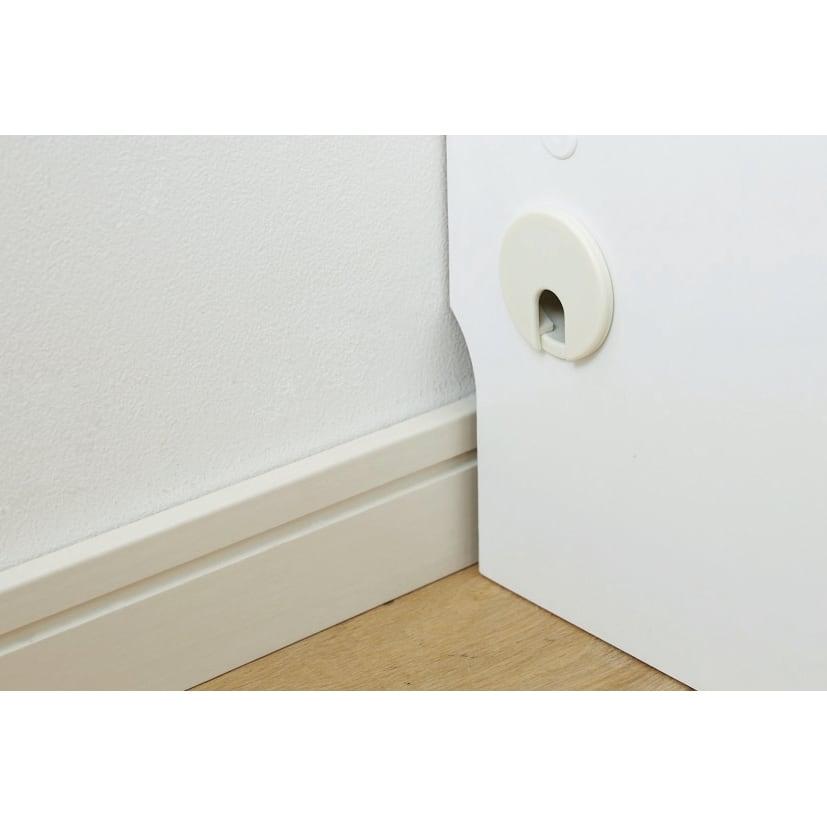 【日本製】壁面や窓下にぴったり収まる高さサイズオーダー収納庫 奥行44cmタイプ 扉幅オーダー25~45cm(左開) すべて両側面にコード穴(径4cm)が付いているので、本体内部での配線が可能。高さ7cm奥行1cmの幅木よけカットで壁にぴったり設置できます。