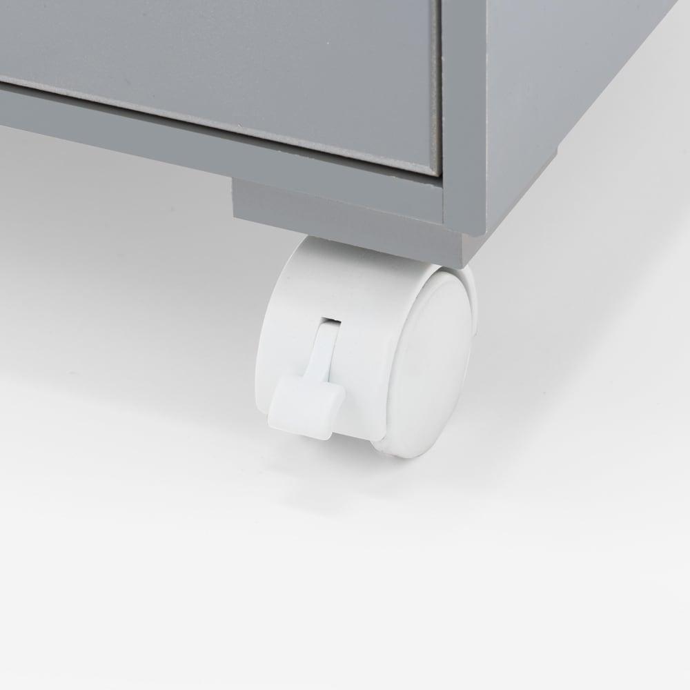 ダイニングテーブル下に納まる 北欧風テレワークワゴン 幅41cm キャスター仕様で移動も簡単。作業時には動かないように固定できるストッパー付き。