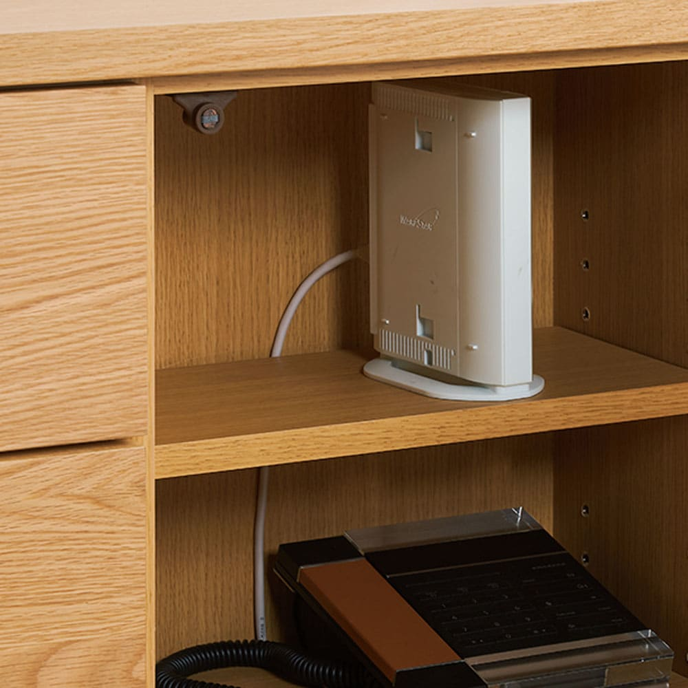 木目が綺麗な突き板キャビネット ハイタイプ 幅60高さ88cm 可動棚板の奥に、コードを通せるスペース付き。