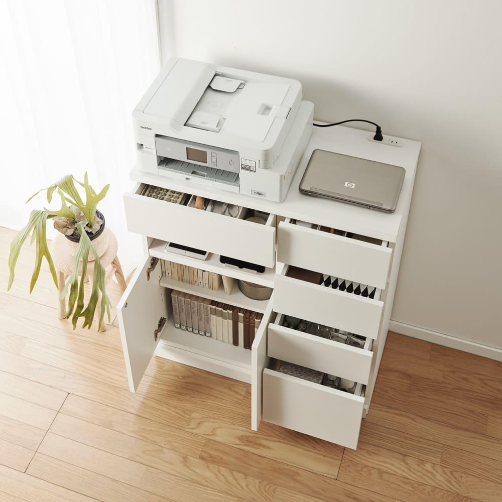 背面にルーターをひとまとめ!リビング収納キャビネット 幅90cm 色見本(ア)ホワイト PCや複合機も置ける奥行39cmで、立ったまま作業・印刷がしやすい高さ86cmです。 ※写真は幅75cmタイプです。
