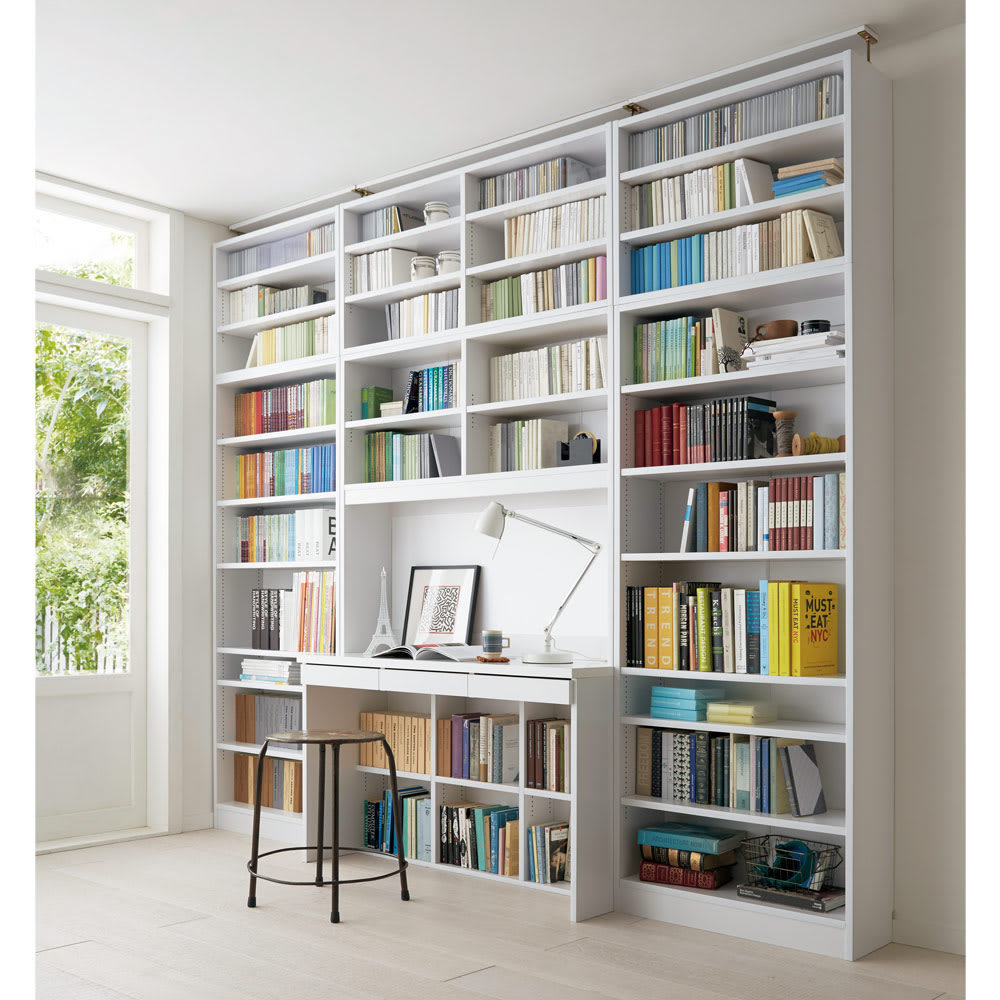 本好きの為のデスクシリーズ 上置き・デスク用 幅120cm 使用イメージ(ア)ホワイト ※写真は左からシェルフ幅75、デスク幅120、シェルフ幅75に各サイズ上置きを組み合わせております。こちらは上置きのみのお届けとなります。※天井の高さ244cm