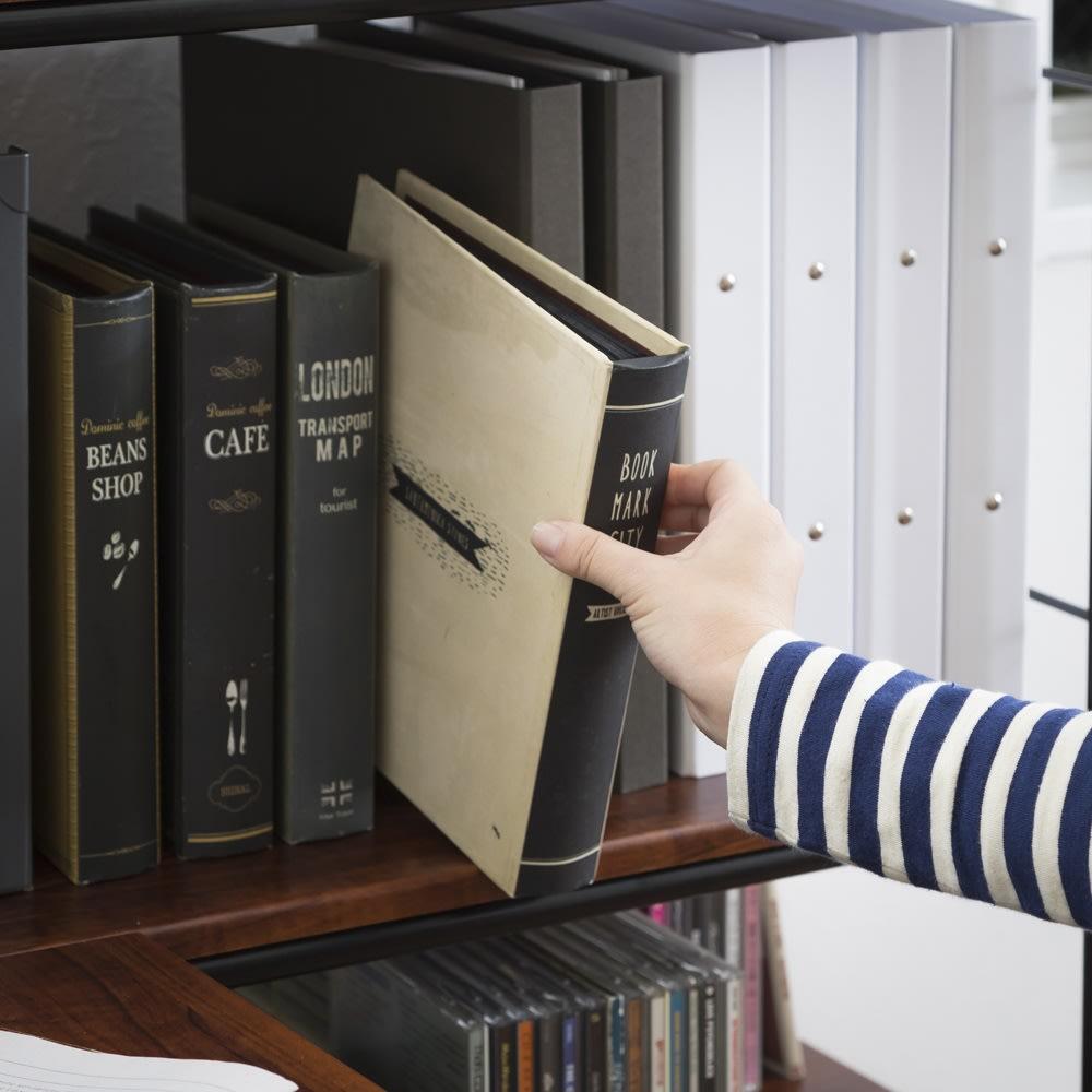 木目調収納ラック幅95cm奥行36cm 文庫本、A4ファイル、雑誌、レコードなど、あらゆるサイズの本が収まる奥行35cmの設計です。