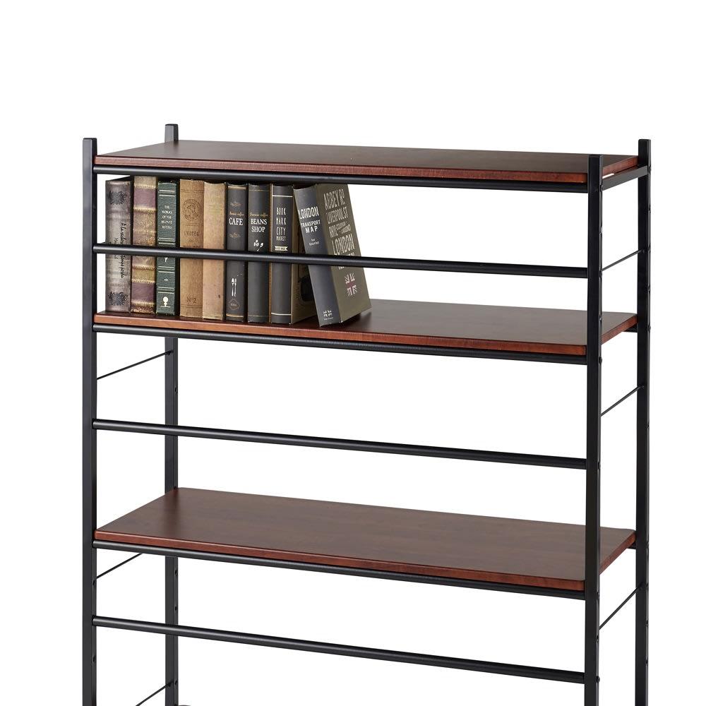木目調収納ラック幅95cm奥行36cm ラックには補強バーを兼ねたこぼれ止め付きで、書籍の落下を防ぐ安心の設計です。