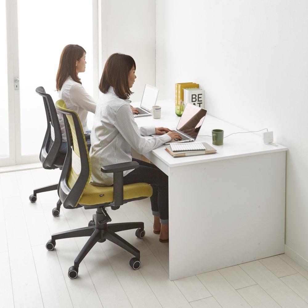 奥行たっぷり収納デスク 幅180cm 作業スペースがとても広いので、二人で並んで使用することもできます。子供部屋で学習デスクとして使っても◎