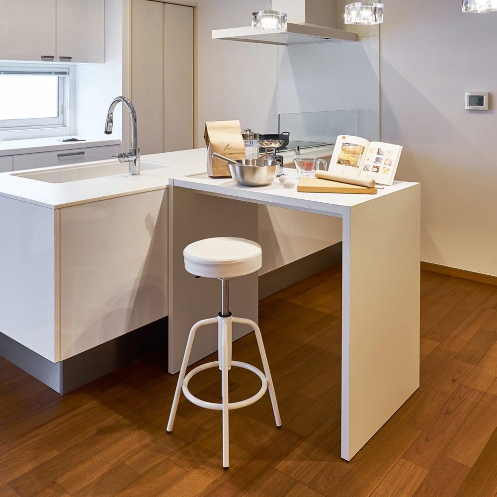 幅1cm刻みの幅サイズオーダーハイテーブル 幅60~180cm 奥行30cm高さ88cm ホワイトウッド(写真のテーブルは幅90cm奥行59.5cm高さ88.3cm)