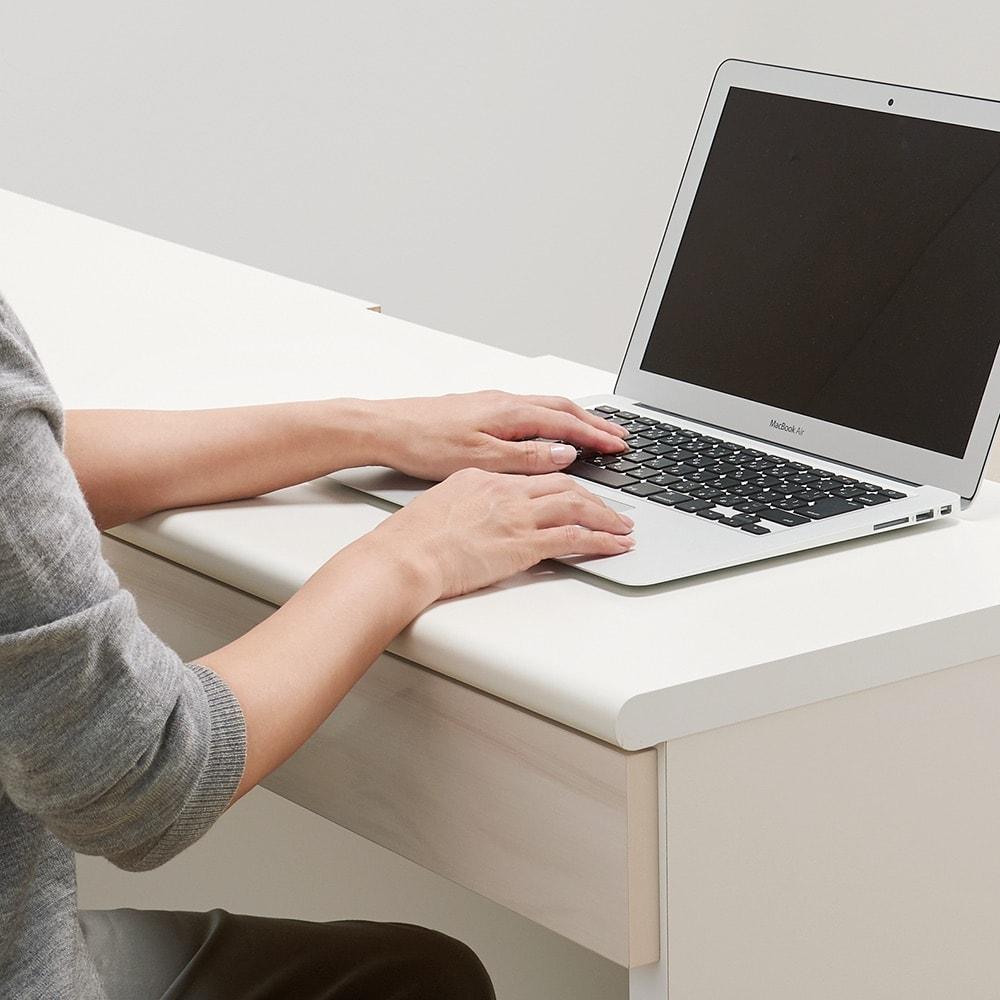 光沢木目リビングオフィスシリーズ サイドチェスト 仕様イメージ 前面を曲面仕上げに。 ※写真はデスクです。