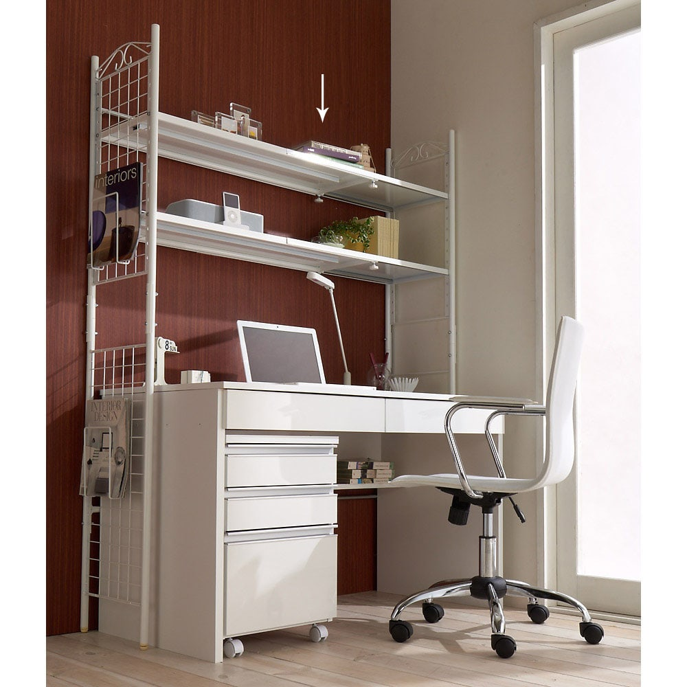 壁面を有効活用できる 幅伸縮 頑丈ラック 2段 (イ)ホワイト 頑丈ラックは4cmピッチ14段階の可動棚で自在に使えます。
