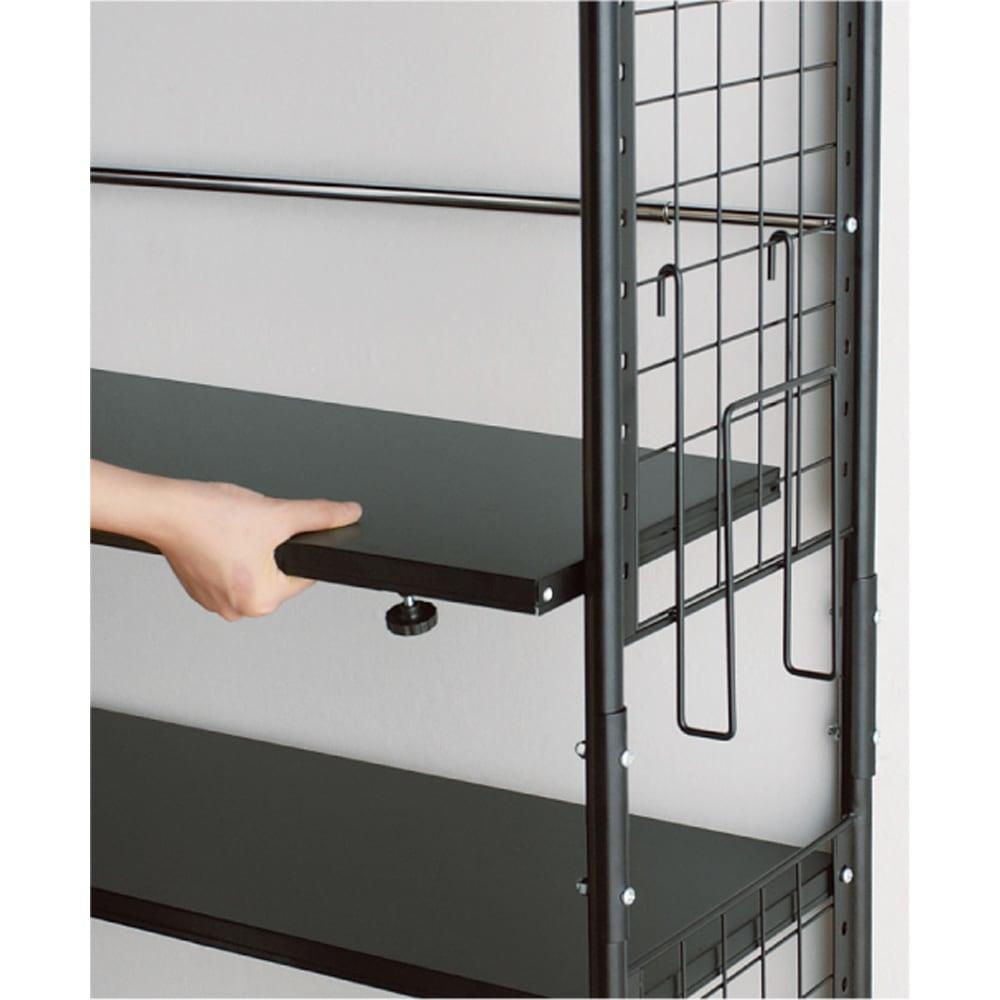 壁面を有効活用できる 幅伸縮 頑丈ラック 突っ張り6段 棚板は全段可動式。4cmピッチで調節可能。