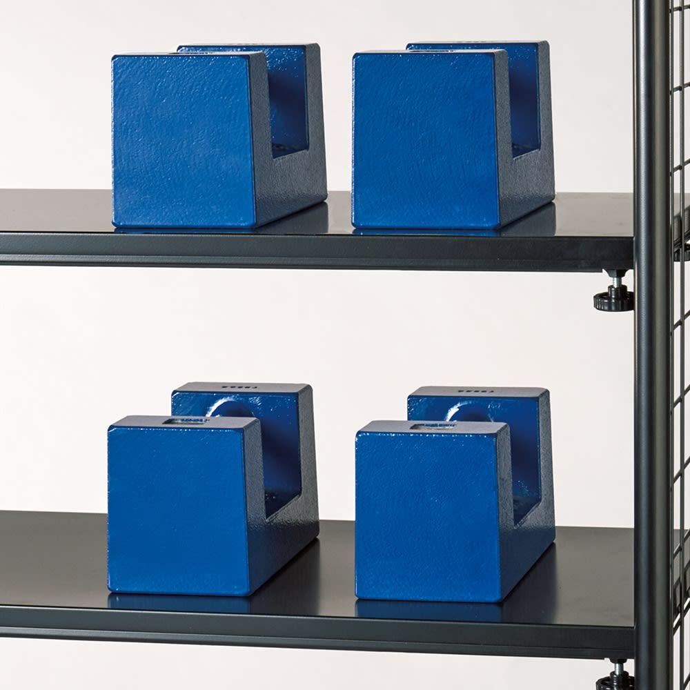 壁面を有効活用できる 幅伸縮 頑丈ラック 突っ張り6段 耐荷重約20kgの頑丈棚板で重い物も安心。