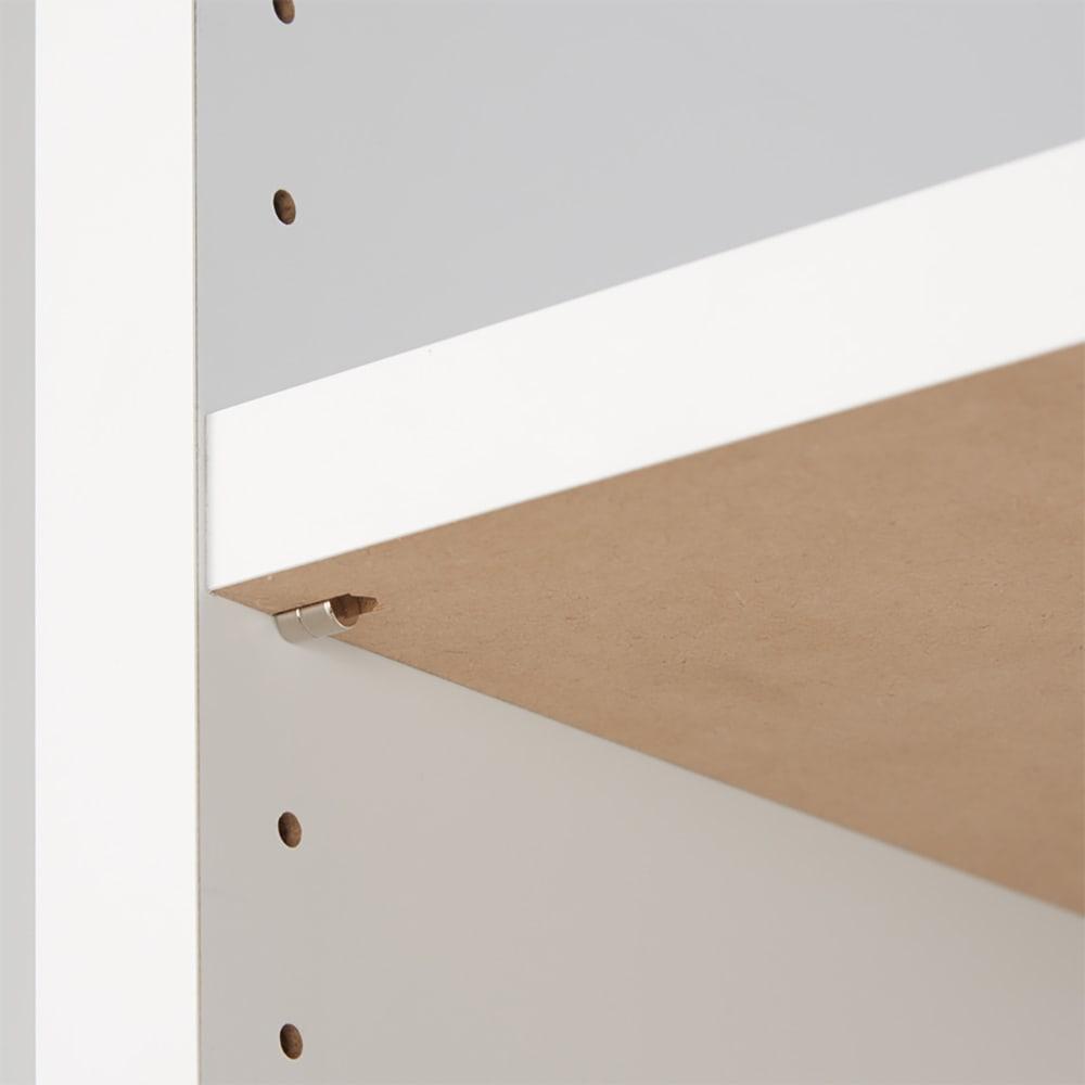 天井突っ張り式がっちりすっきり壁面本棚 奥行30cmタイプ 1cm単位高さオーダー 幅70cm・高さ207~259cm 床から収納部までの高さは約11cm。どっしりとした幕板が重厚感を生み出します。