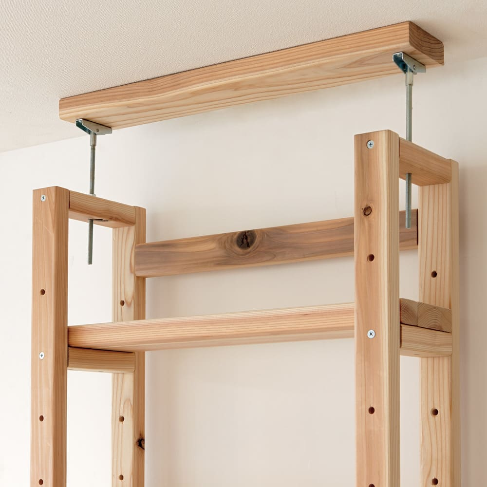 国産杉頑丈突っ張りラック(本棚) 幅119cm奥行22cm 天井と面で突っ張ってしっかり安定。