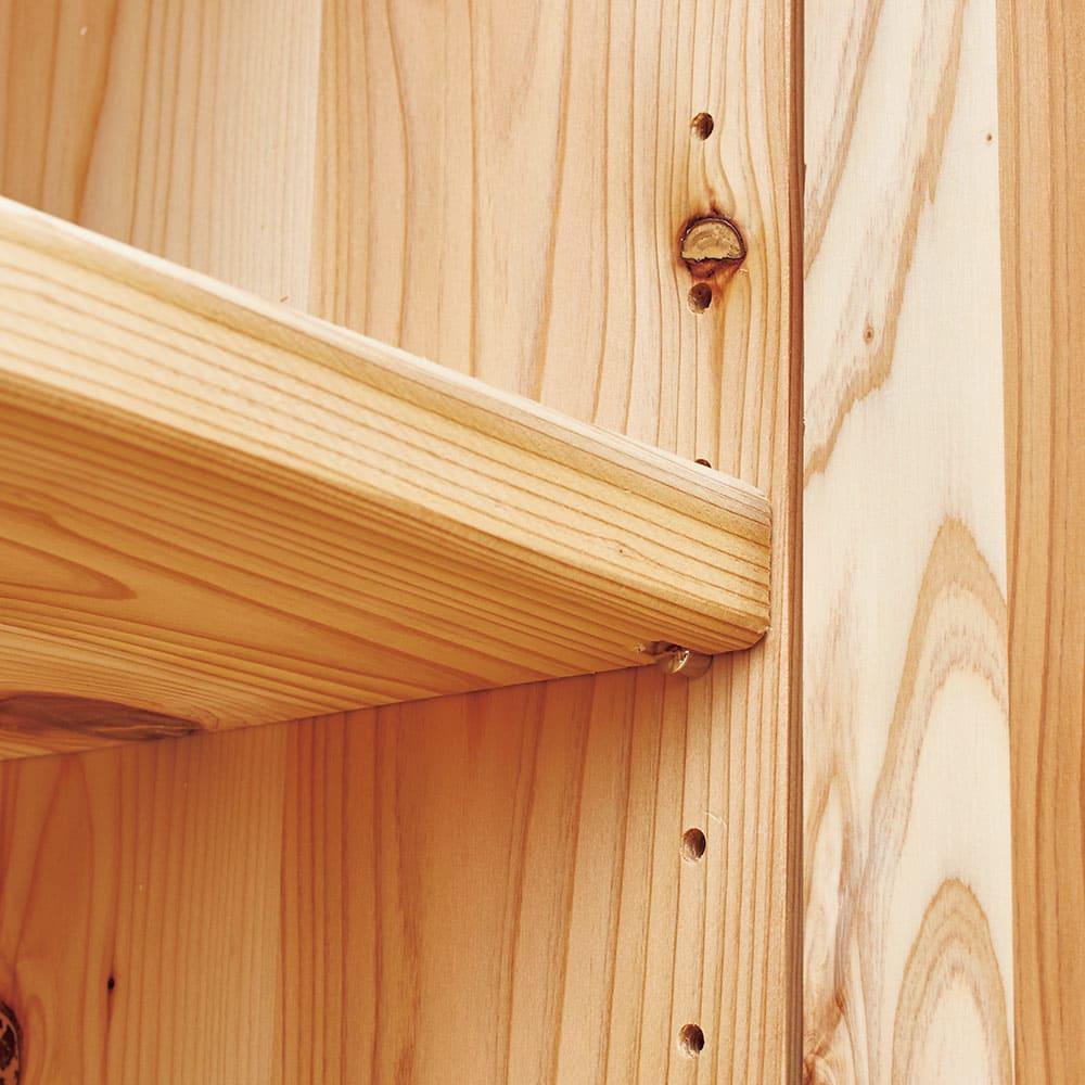 国産杉頑丈ディスプレイ本棚(ヴィンテージ風ラック) 幅60cm 扉タイプ 扉内も4.5cm ピッチで高さ調節できます。
