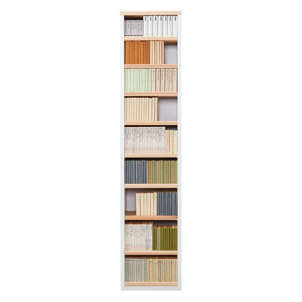 国産杉 1cmピッチ頑丈シェルフ 幅40奥行19本体高さ183cm 固定棚が少し高めの位置にあるので、文庫本収納時に無駄なスペースを抑えられます。〈収納例〉文庫本・9段