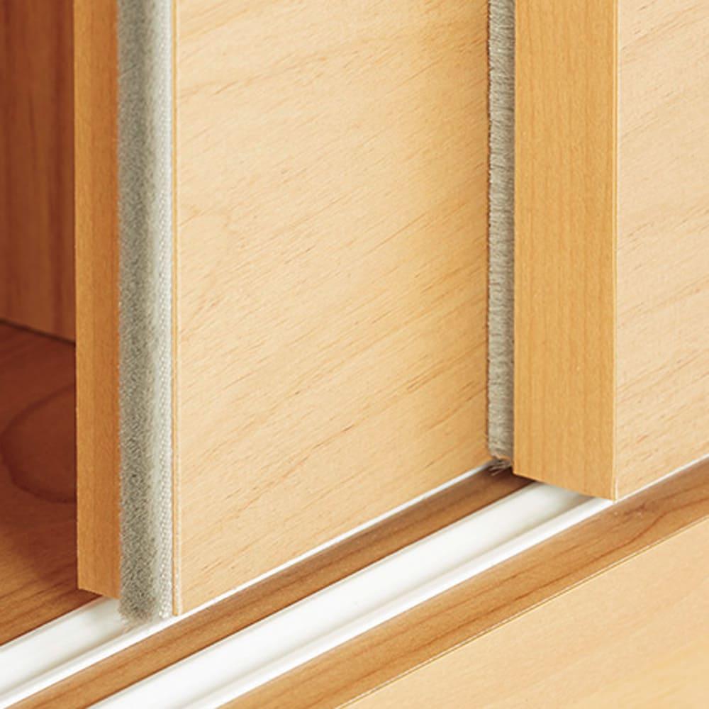 組立不要 アルダー引き戸頑丈本棚 幅90.5cm ロータイプ 扉の縁につけたブラシですき間をシャットアウト。
