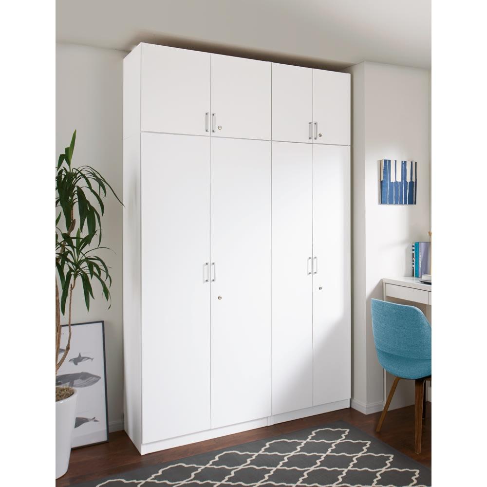 鍵付き本棚ロータイプ 幅60奥行45高さ87cm 使用イメージ:(ア)ホワイト ※写真はハイタイプと高さサイズオーダー上置き(別売り)を使用しています。