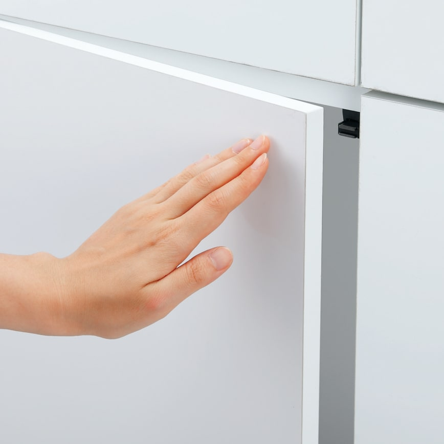 【幅80cm】 突っ張り壁面収納本棚 (奥行35cm本体高さ230cm) 扉は取っ手の無いプッシュオープン式ですっきり。