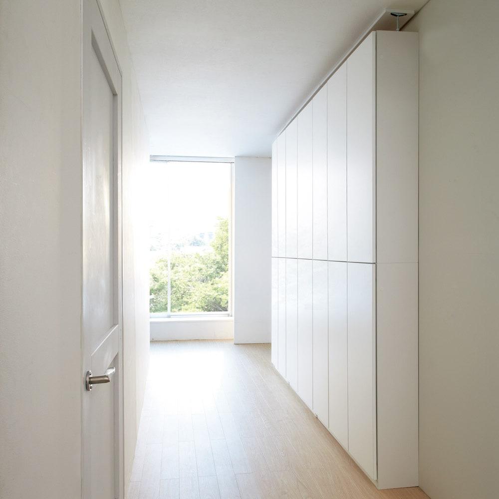 【幅80cm】 突っ張り壁面収納本棚 (奥行45cm本体高さ230cm) ≪組合せ例≫ ※写真は奥行24cm、(奥から)幅60cmタイプ、幅80cmタイプ、幅100cmタイプです。