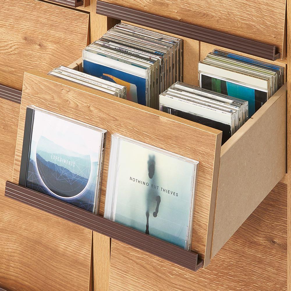 ヴィンテージウッド調 薄型マガジンキャビネット ベース CDプラス扉タイプ 3段1列[幅37.5cm奥行29.5cm高さ85cm] CDが効率的に収納できる仕切り付き引き出し。
