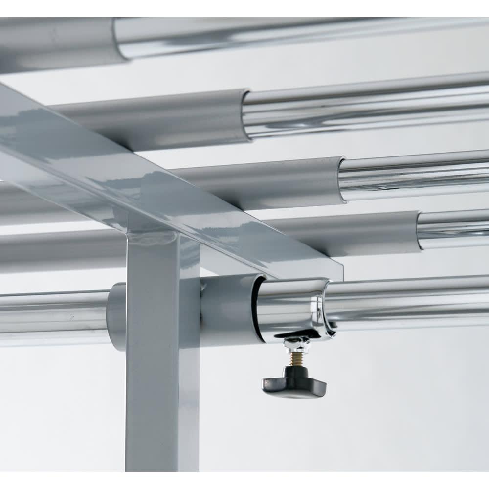 ウォークイン突っ張りハンガー 幅111~200cm・ロータイプ(高さ185~245cm)・カーテンなし スチール製の丈夫な中間リングがしっかり荷重を支えます。