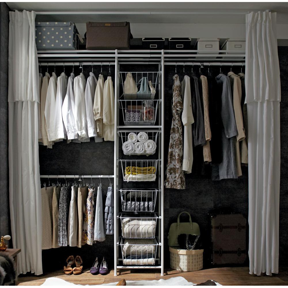 上下・左右カーテン付き ホワイトハンガーラック 引き出し付き・ハイタイプ(幅170~238cm) リビングにも寝室にもマッチする白の統一感。お気に入りの洋服をたくさん収納できる壁面収納クローゼットです。たくさん掛けられるように頑丈性・耐久性にこだわって作りました。