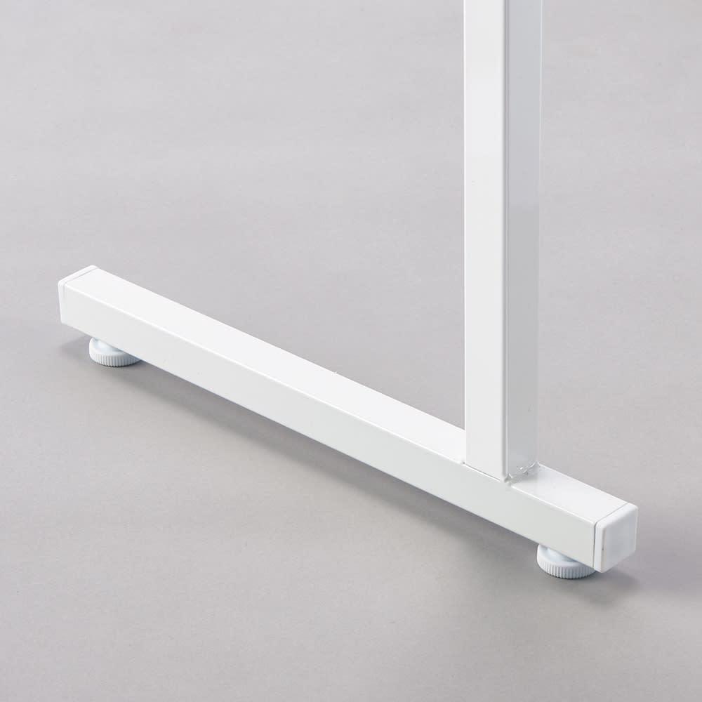 設置スペース奥行を抑えた薄型大容量頑丈ダブルハンガー ロータイプ 幅120~200cm 中央の支柱の脚部は2.5cm角の頑丈な支柱。