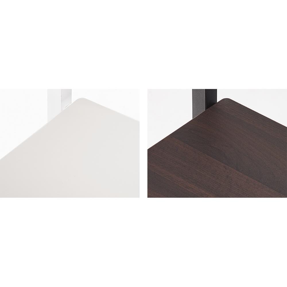 スタイリッシュデザインで頑丈!高さ伸縮もできる前後ダブルハンガー パイプの色に合わせて棚板は(ア)ホワイトがホワイト、(イ)ブラックは木目調になります。