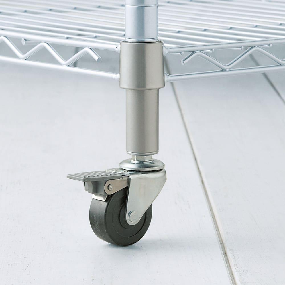 洗えるカバー付き 頑丈ハンガーラック 2段掛けハイタイプ・幅121cm 総耐荷重約150kgにを支える頑丈なキャスター。前輪はストッパーが付いており、しっかり固定できます。