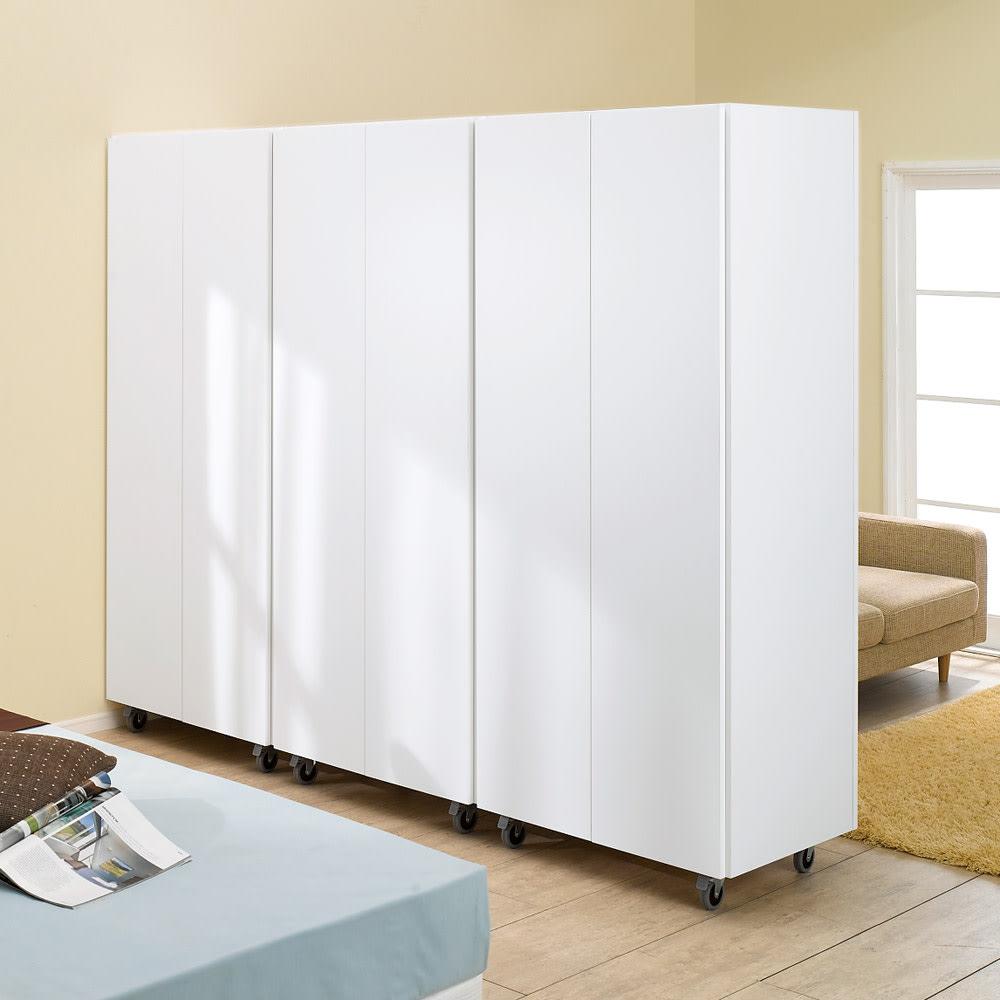移動式間仕切りクローゼット ミラー扉タイプ・可動棚板4枚 (イ)ホワイト 取っ手のないプッシュ式扉なのでスッキリした印象です。(※写真は3台並べて撮影しています。)