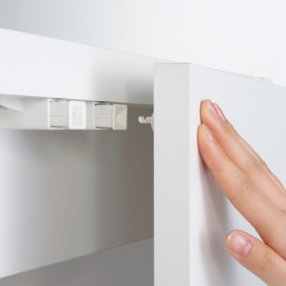 移動式間仕切りクローゼット ミラー扉タイプ・可動棚板4枚 振動で開きにくいプッシュラッチを採用しています。押すだけで扉が開く仕様です。※上下ともプッシュラッチになります。