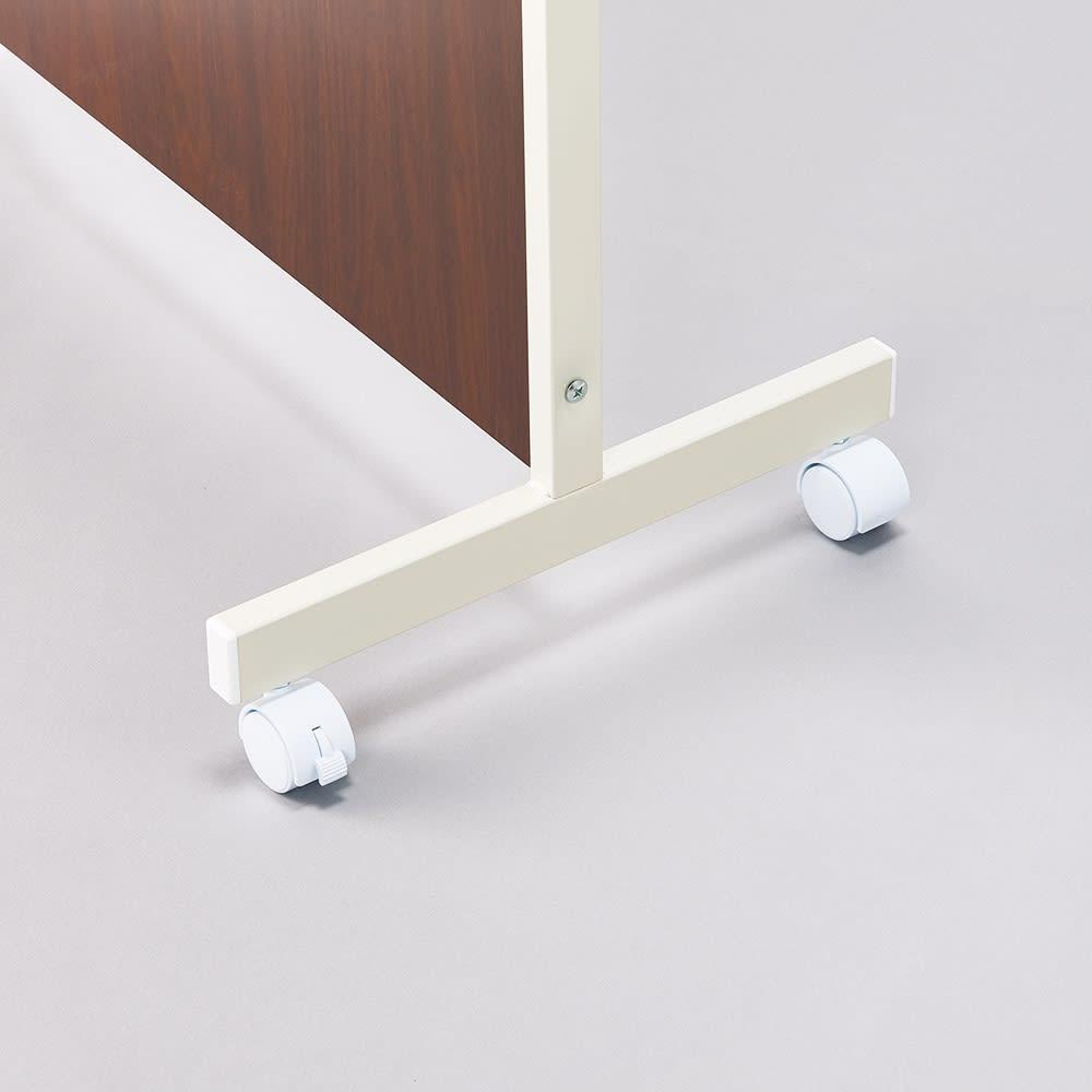 キャスター付き折りたたみパーテーション 3連 本体高さ180cm 両端は自立を支えるキャスター脚で動かしやすく安定感もアップ。