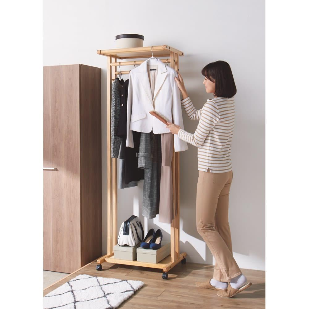 キャスター付き天然木ダブルハンガー 幅120cm ちょい掛けバーは服のお手入れにも便利。 ※写真は幅60cmタイプです。