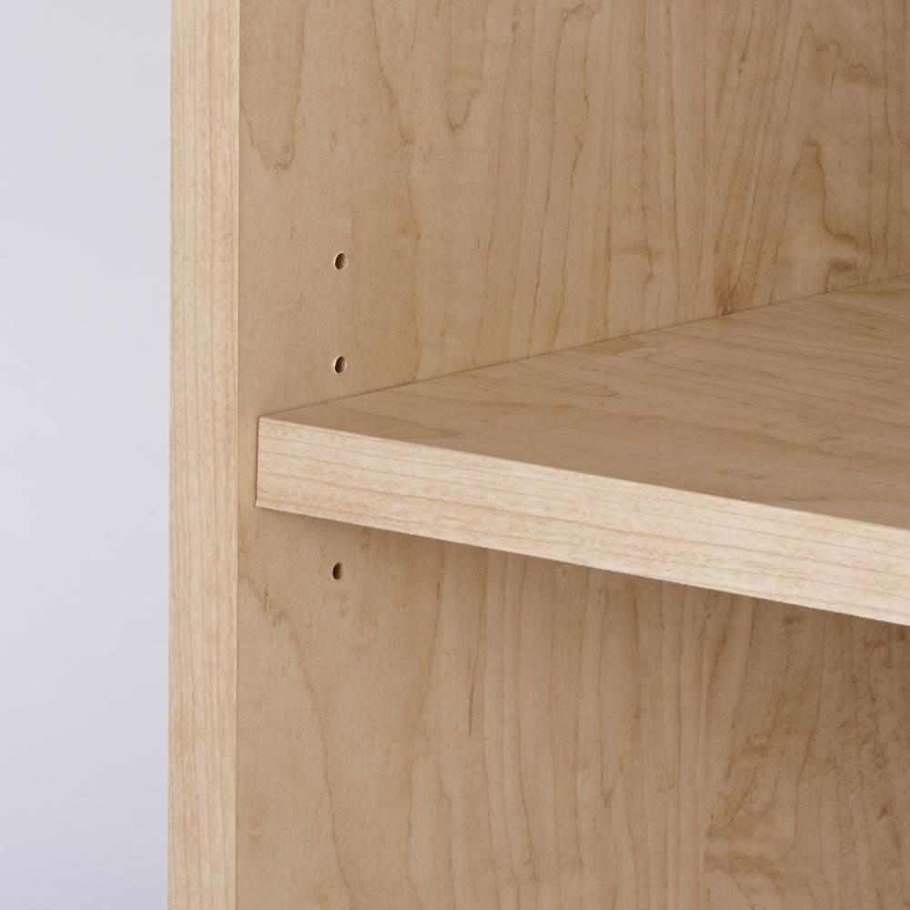ウォークインオープンワードローブ 上置き 可動棚は3cm間隔で調節可能。