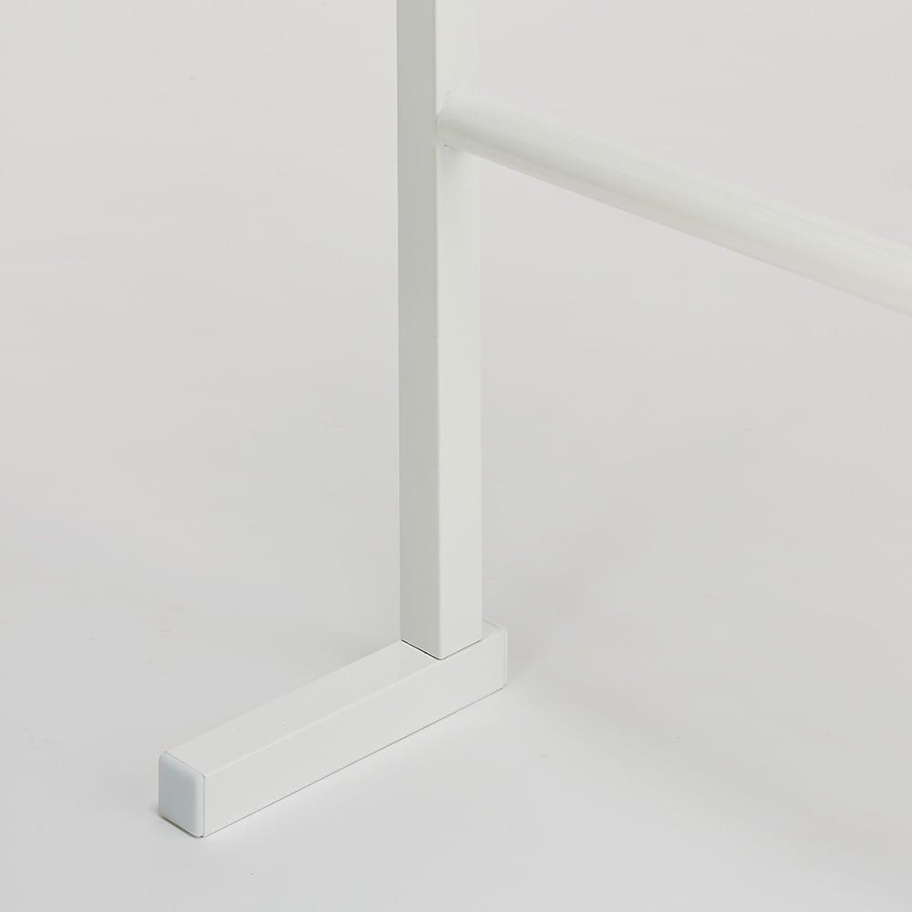【幅65cm・棚2枚】突っ張り式薄型ブティックハンガーラックシリーズ  脚部は奥行13.5cmと圧迫感がありません。