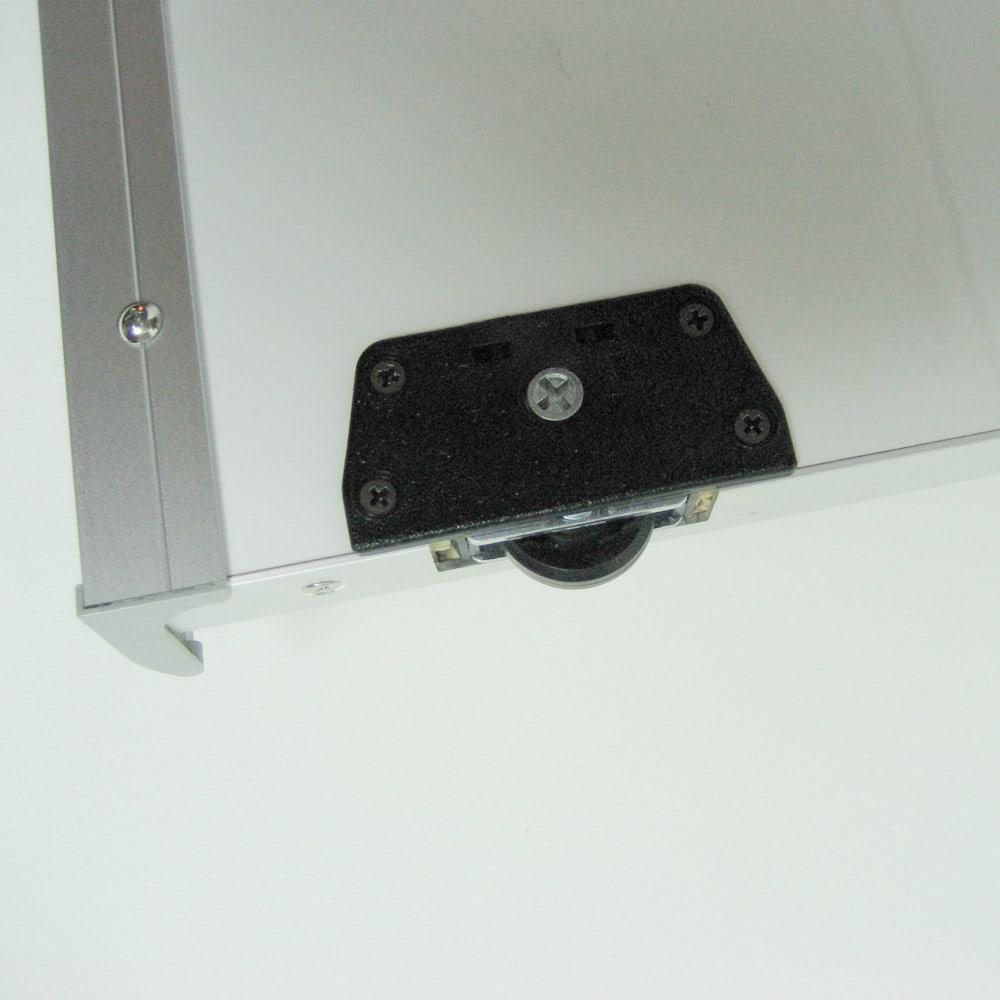 【日本製】引き戸式ミラーワードローブ ハンガー棚タイプ 幅118cm ローラー仕様の引き戸式でスムーズに開閉します。