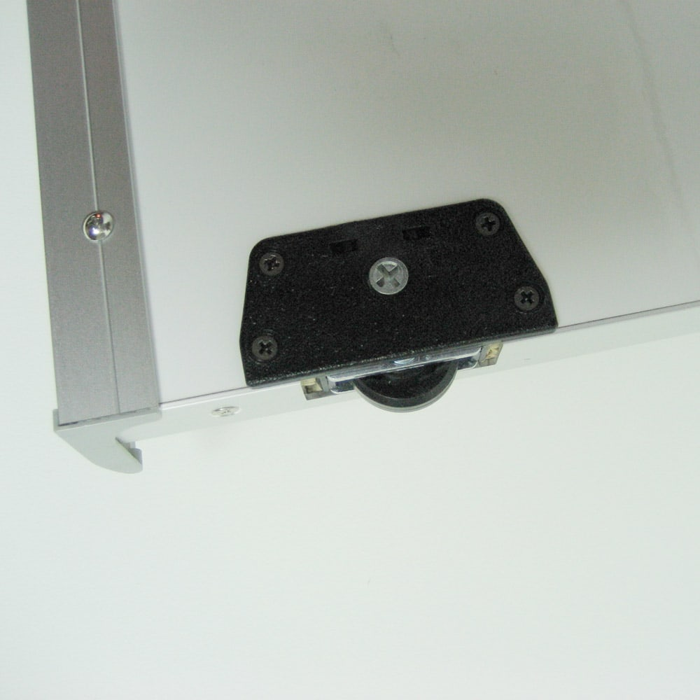 【日本製】引き戸式ミラーワードローブ 棚タイプ 幅118cm ローラー仕様の引き戸式でスムーズに開閉します。