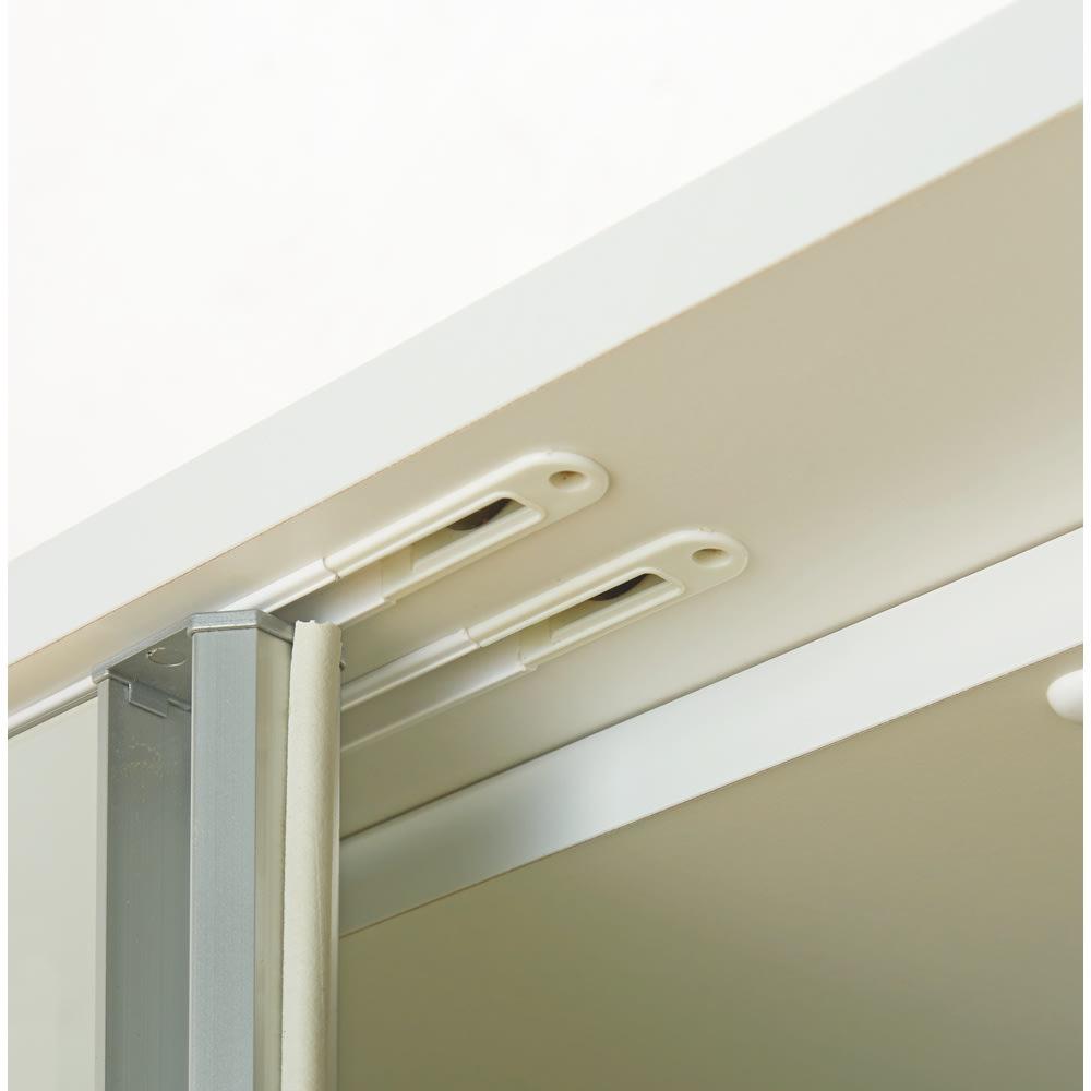 【幅90cm】オールインワン引き戸ミラーワードローブ  扉はスムーズに開閉できるこだわり仕様。