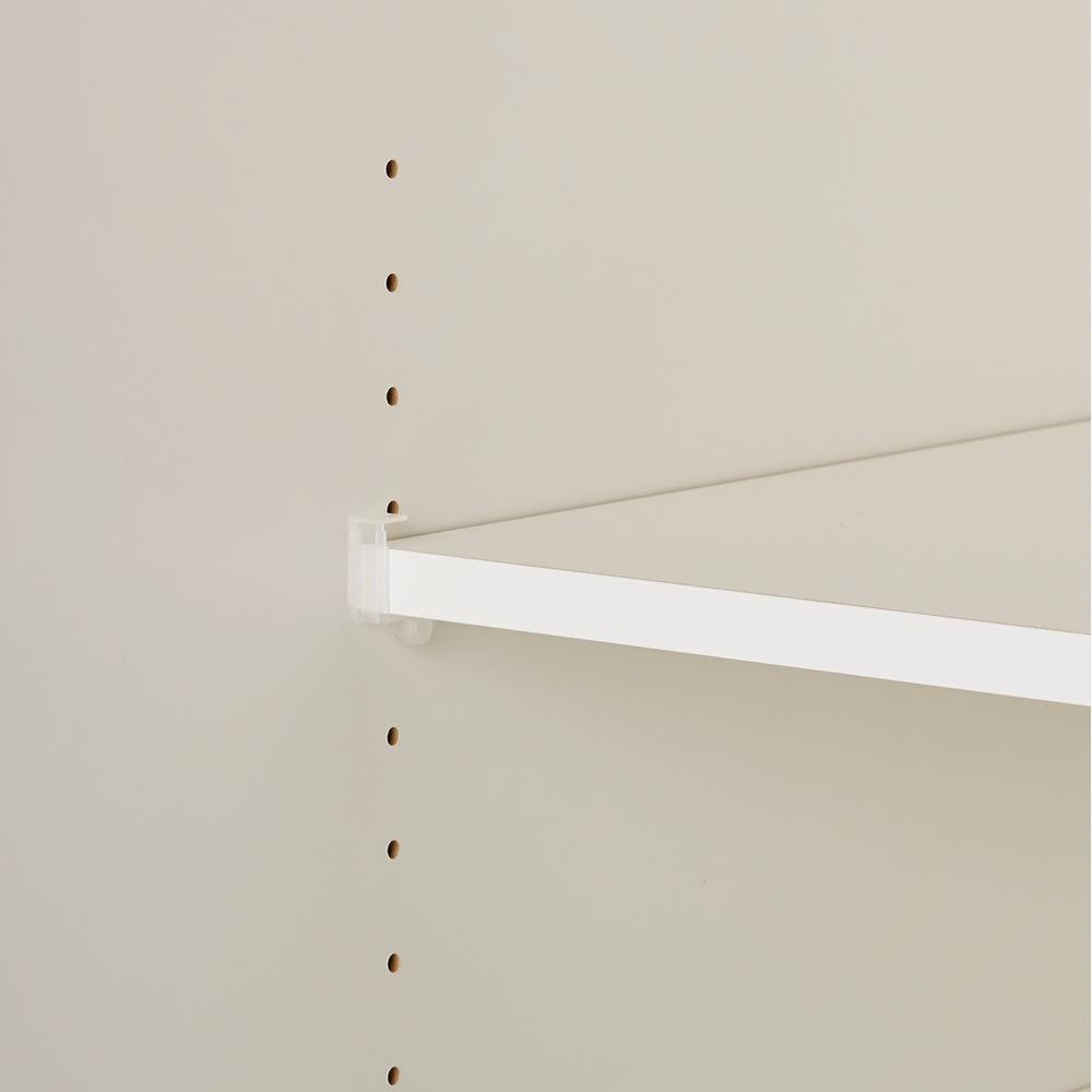 オールインワン引き戸ワードローブ 幅150cm 可動棚は3cm間隔で高さ調節可能。