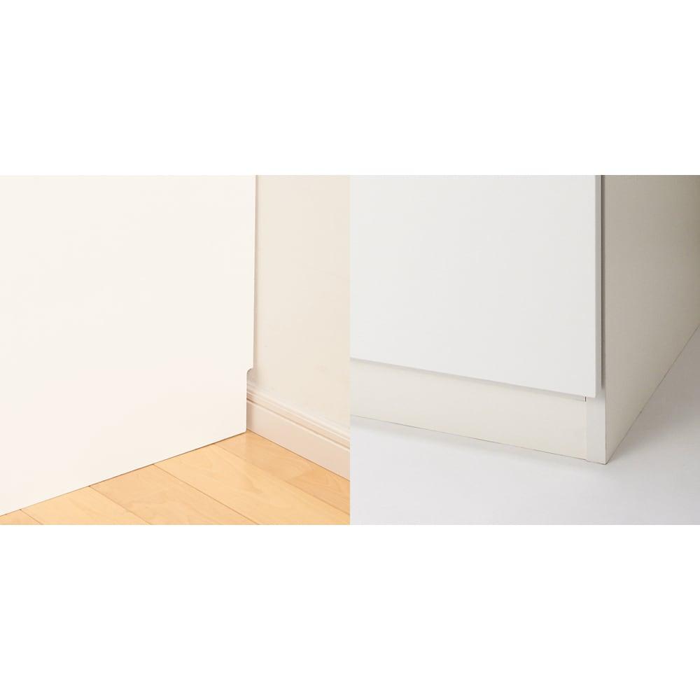 スタイリッシュな着物専用クローゼット 上下盆収納・幅100cm [写真左]幅木カット(8×1cm)で壁にぴったり設置できます。 [写真右]扉の底面から床までの高さは約7.5cm。扉開閉時にカーペットやラグを引きずる心配はありません。