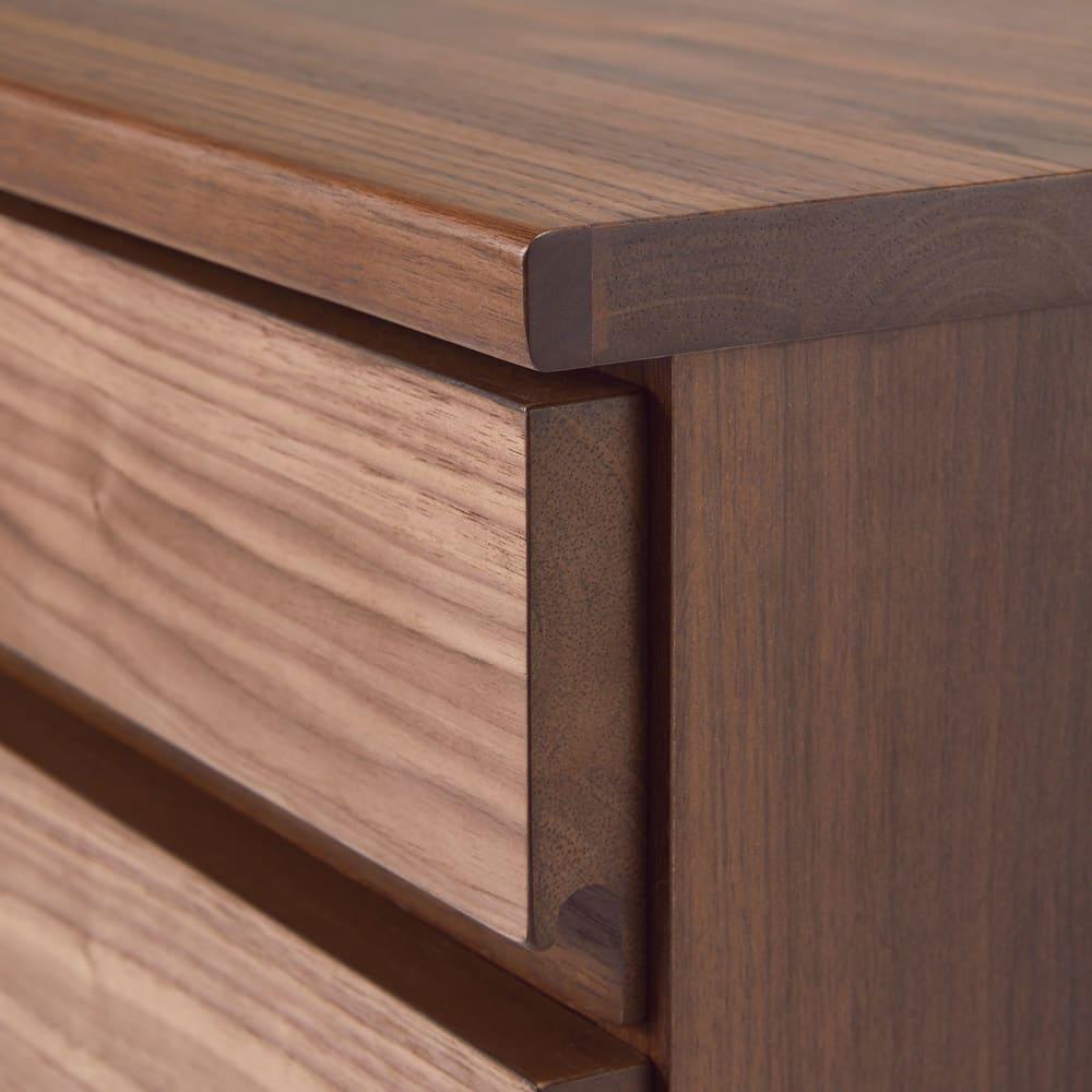 ウォルナット天然木ギャラリー収納シリーズ 幅120cmボード 角には丸みをもたせ、安全性にも配慮。