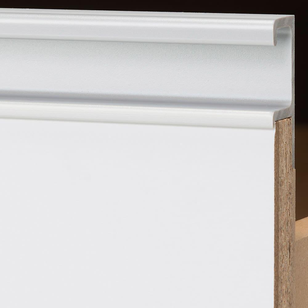 【ローチェスト】隠しキャスター付きワイドクローゼットチェスト 幅90cm・3段 前板に、アルミ調の樹脂取っ手を施した上質なデザイン。