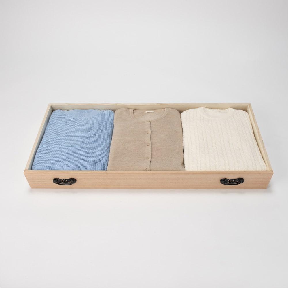 柿渋仕上げ総桐チェスト 7段(浅引き出し3段・深引き出し4段)・高さ73.5cm 深引き出しには洋服も収納できます。