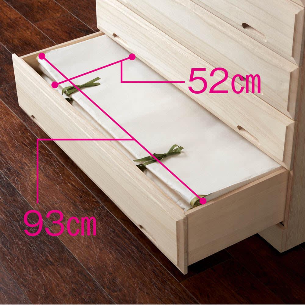 奥行60cmロング総桐クローゼットチェスト 幅75cm・5段(高さ91cm) 有効内寸幅93奥行52cmなのでたとう紙も折らずに収納できます。