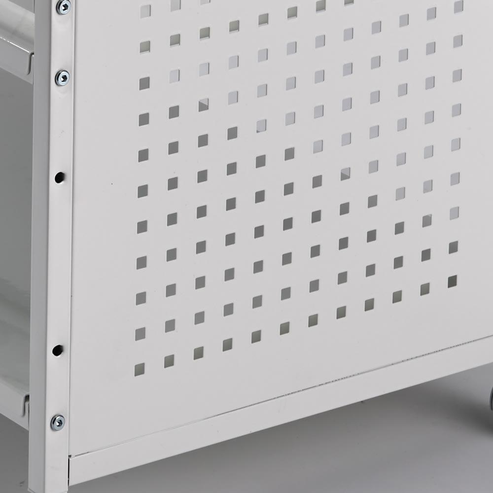 片付けラクラク!頑丈押し入れ収納ワゴン 幅35cm奥行75cm高さ65cm サイドは通気性がよいパンチング板を使用。