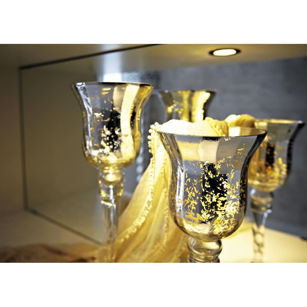 美しく飾れるシューズクローゼット 照明ライト付き 下駄箱幅119.5cm高さ180cm 花や装飾品を美しく引き立てるダウンライトと背面ミラー。