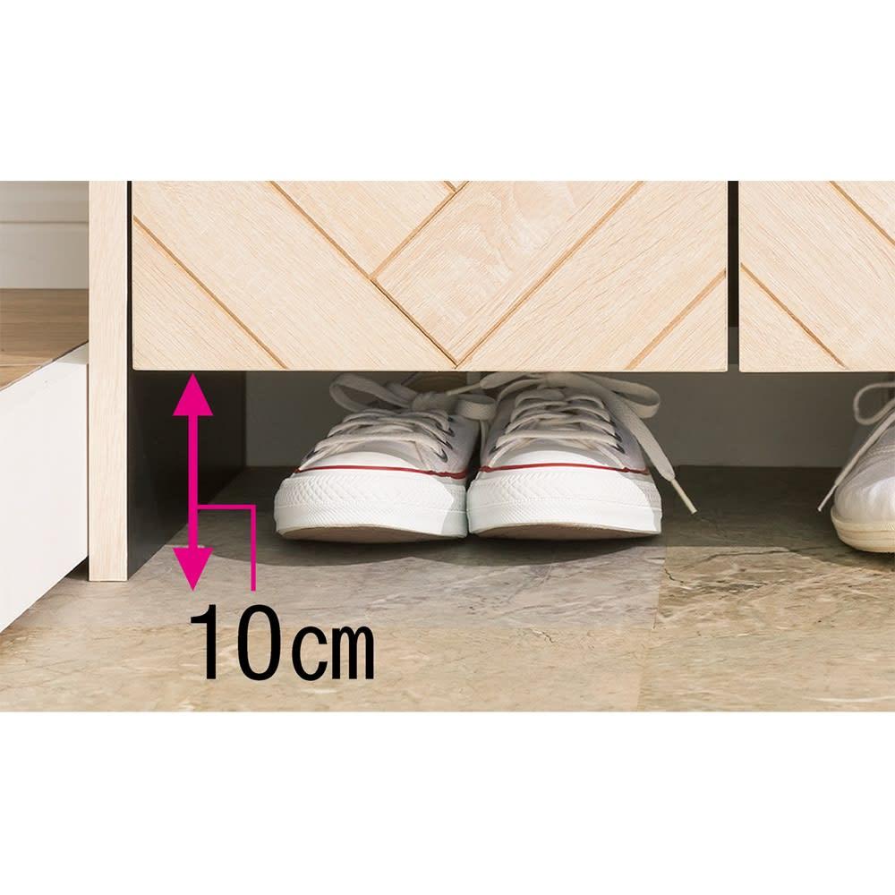 ヘリンボーン柄シューズボックス ロー・幅88cm 下段のすき間に靴をちょい置き。下部に高さ10cmのすき間があるので、来客時などにすばやく靴を片付けられます。