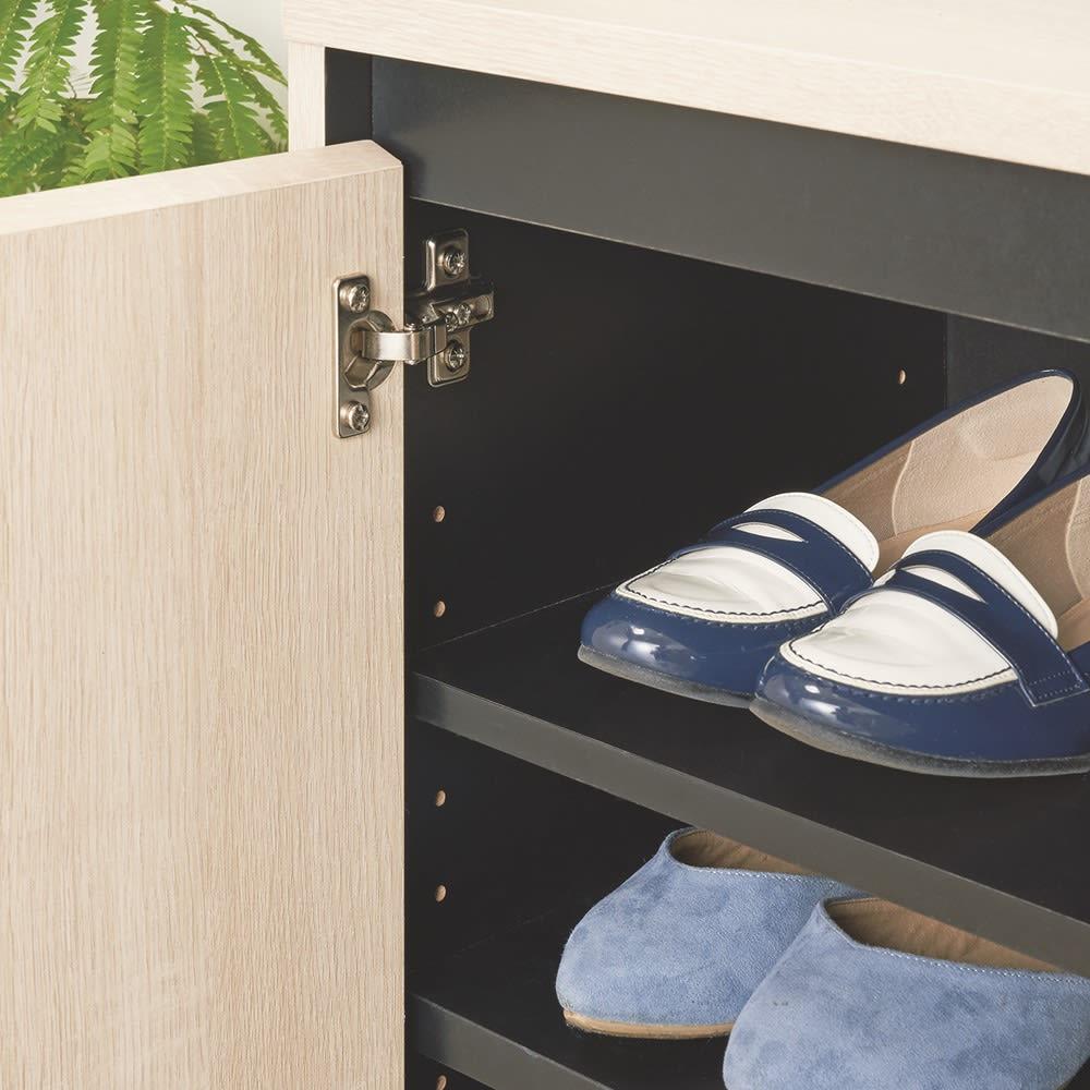 ヘリンボーン柄シューズボックス ロー・幅116.5cm 棚板は約3cm間隔で高さが調節できます。