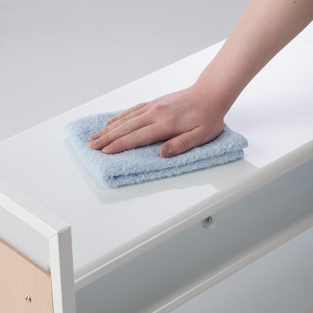 空間に美しく調和する伸縮自在木目調シューズラック 5段 棚はスチール製なので水や泥がついてもお手入れ簡単。