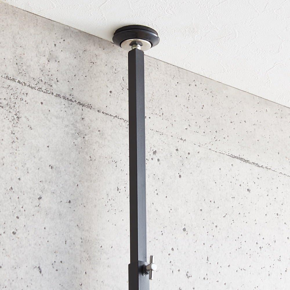 ブルックリン風 突っ張りブティックハンガー 幅65cm 左右別々に天井突っ張り可能なので、梁等で左右の高さが違っても設置が可能です。